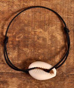 c'est un bracelet lien avec un cauri